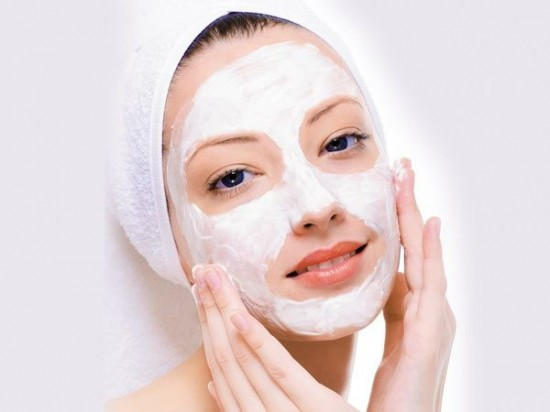 Sau khi trị nám bằng tia laser thì bạn có thể dùng thêm mặt nạ dưỡng da để có được một làn da sạch đẹp nhất