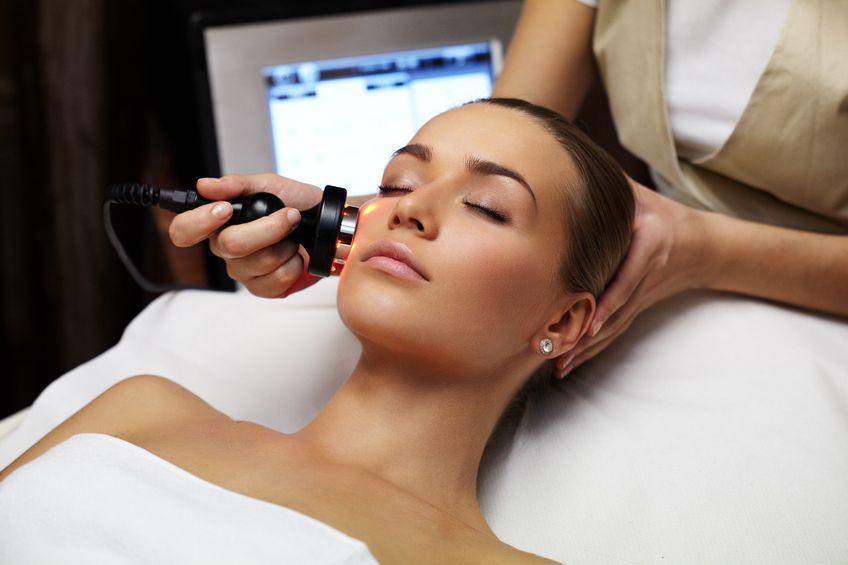 điều trị nám da mặt bằng laser