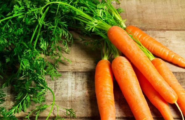 Cách xóa tàn nhang trên mặt bằng cà rốt