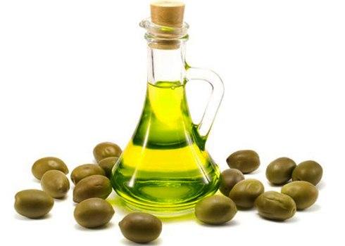 dùng dầu oliu trị nám da sau sinh